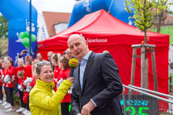 Brandenburgs Ministerpräsident Dietmar Woidke gibt Startschuss zum 17. Spreewaldmarathon 2019